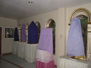 Replicas covered with cloth
