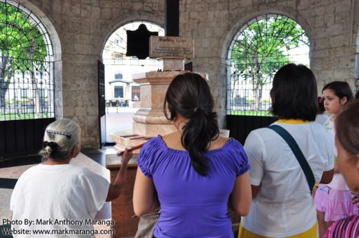 Devotees to the Sto. Nino and Magellan's Cross