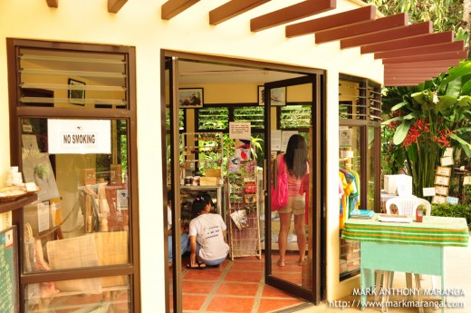Philippine Eagle Center Souvenir Shop