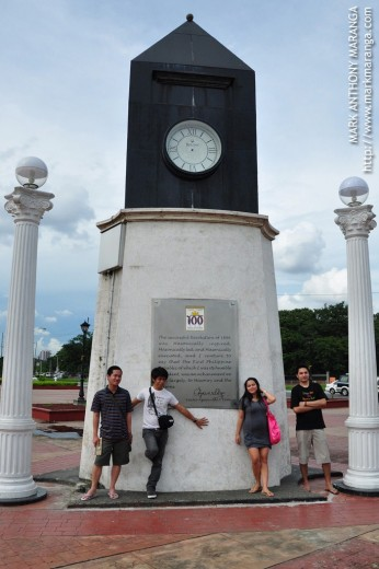 Bouying, RC, Lisa and Jim2x at the Manila Memorial Clock