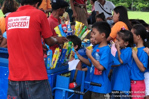 Kids buying pre-packed Ice Cream at Quirino