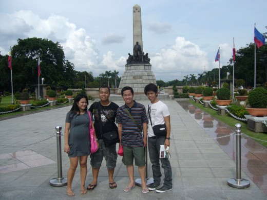 Preggy Lisa, Mark, Bouying, RC at Rizal Monument