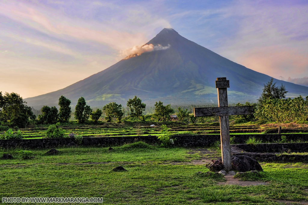 the beauty of mt mayon in