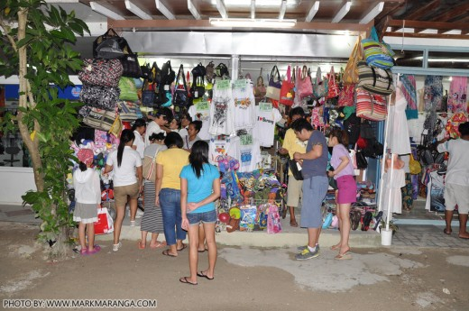 Foreigners looking for Souvenir Items