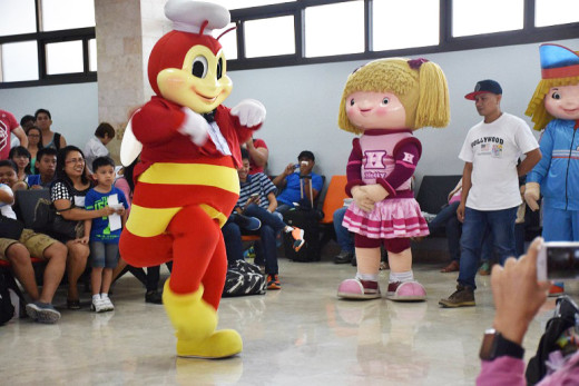 Jolibee, Hetty & Popo Mascots at Mactan-Cebu International Airport